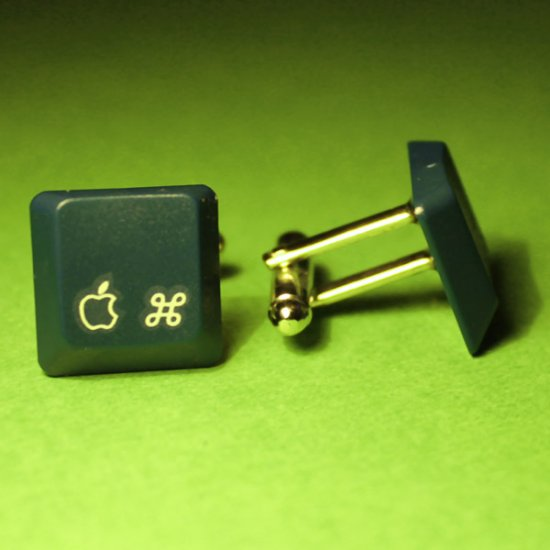 Apple cufflinks - eMate 300 - Click Image to Close
