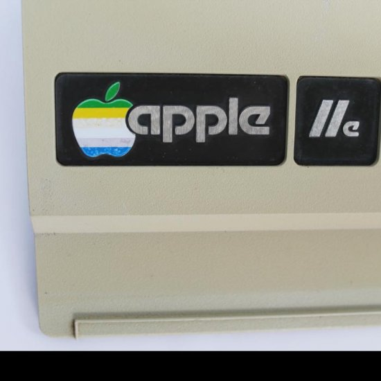 Apple IIe Clock - 1983 Case - Click Image to Close